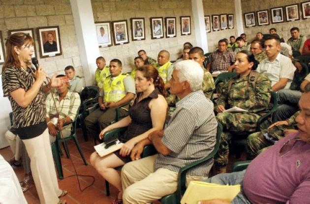 Josefina Valencia, funcionaria del Ministerio del Interior, presidió el taller