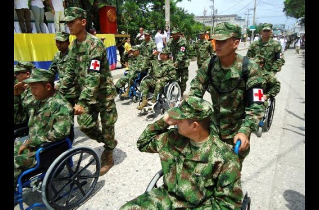 Imponente desfile militar y policial por el 20 de julio