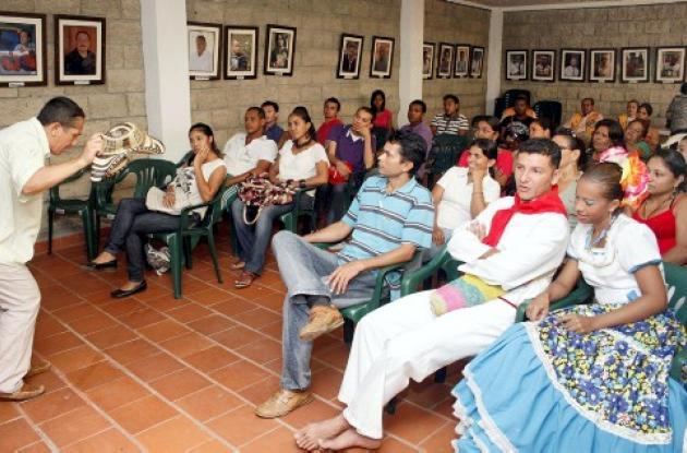 El taller se cumplió con participación de coordinadores de comparsas infantiles.