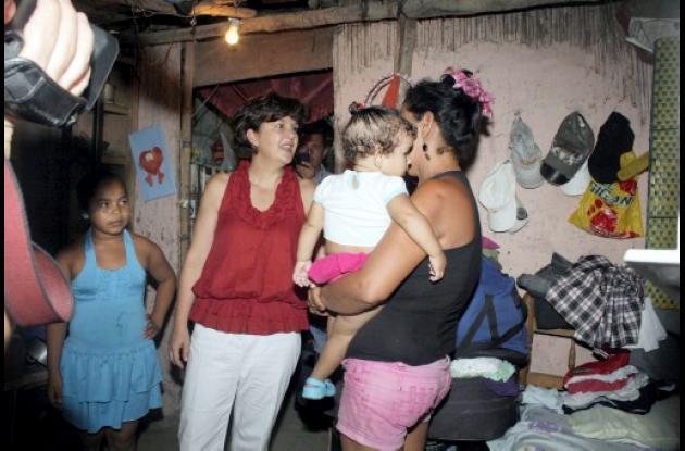 La ministra Beatriz Uribe estuvo en hogares muy vulnerables de Sincelejo.