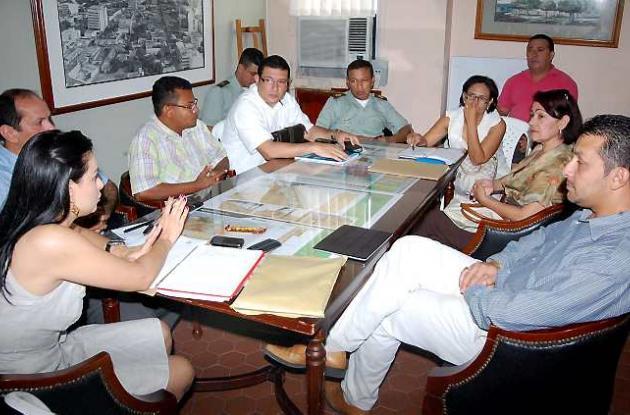 Los miembros del Comité de Seguimiento Electoral se reunieron