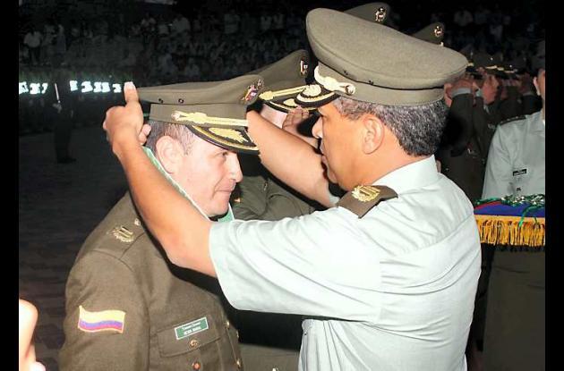 El Teniente Coronel, Ibarra Rodriguez Meyer Hernán, recibe condecoración