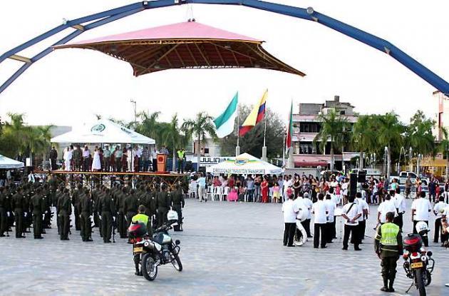 La ceremonia de condecoración se desarrolló en la Plaza de Majagual