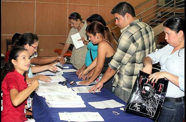 Los beneficiarios de reparación recibieron sus cartas cheques para cobrar el din