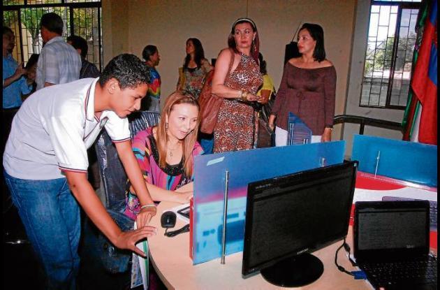La secretaria de Educación municipal, Astrid Peralta, durante la inauguración