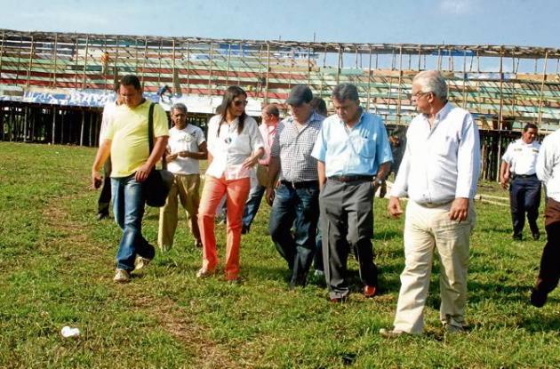 El alcalde Jairo Fernández, inspeccionó la construcción de las corralejas