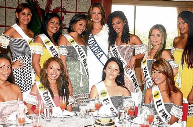 La reina de Colombia, Daniela Margarita Álvarez Vásquez, con las candidatas