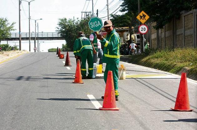 trabajos de señalización escolar en la carretera Troncal de Occidente