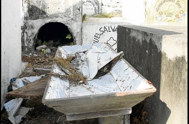 El estado de algunas de las bóvedas es lamentable.