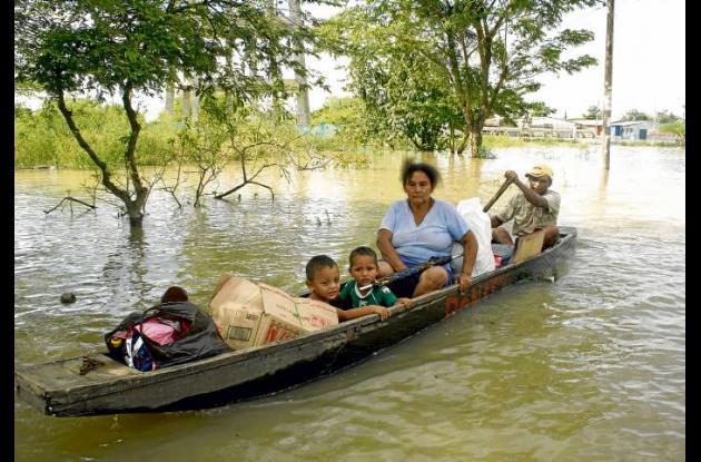 Las comunidades afectadas por la ola invernal reclaman la ayuda humanitaria.