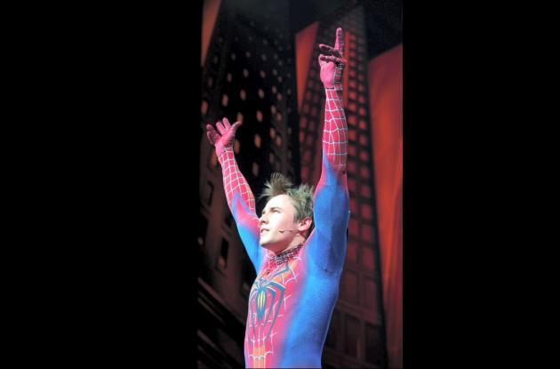 "Reeve Carney interpretó al 'Hombre Araña' en la comedia musical ""Spider-Man: Tur"
