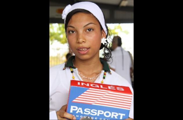 Niña becada por el Concurso Nacional de Belleza y Passport