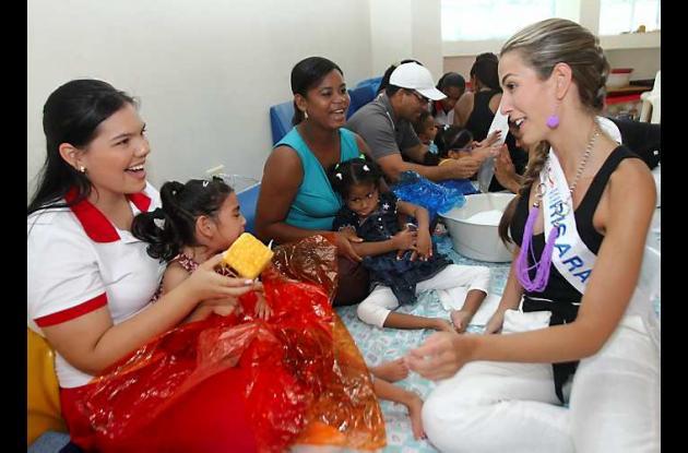 Reinas visitan a la Fundación Aluna