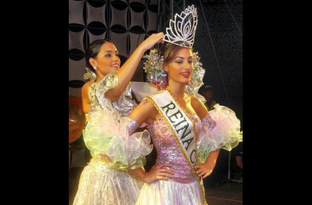Helena Fadul Bolaños, reina Central 20 de Enero 2011