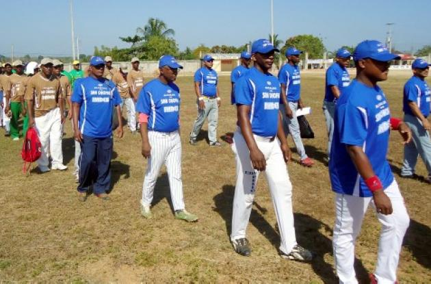 inauguración campeonato de sóftbol