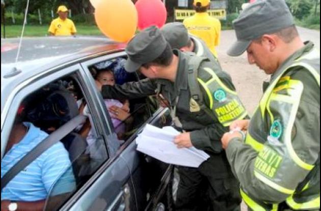 30 personas capturadas por conducir con documentos falsos