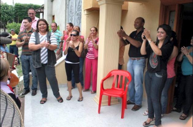 La exfuncionaria pública fue recibida por su familia en su casa