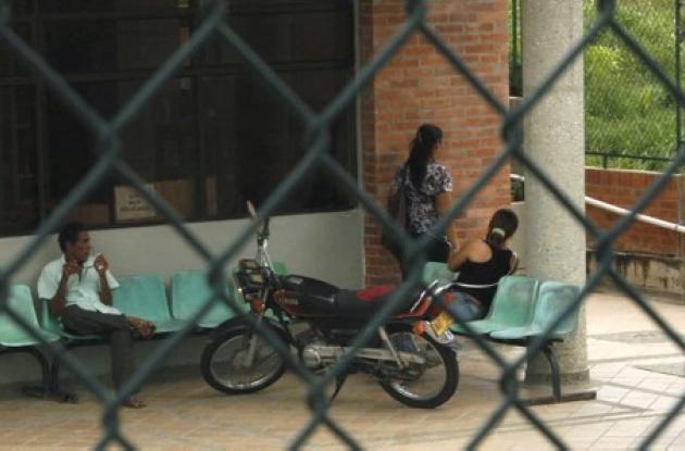 Asesinan de varios tiros a un joven en la Gallera El Oasis