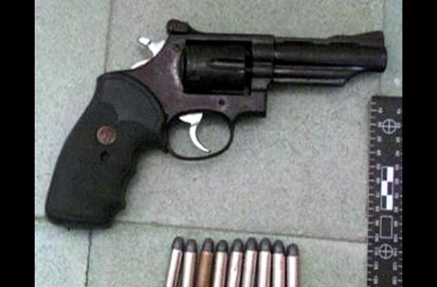 Al joven se le decomiso el revolver, calibre 38 largo, con varios cartuchos