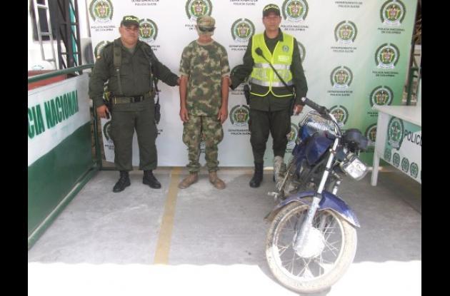Jhonatan de Jesús Cabezas Badel, al parecer falso soldado, capturado