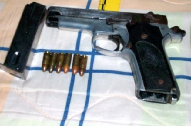 Pistola encontrada al concejal Meza Blanco.