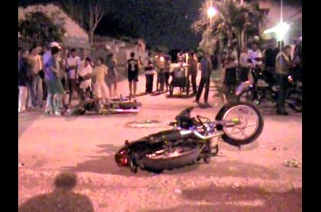 dos motocicletas colisionaron
