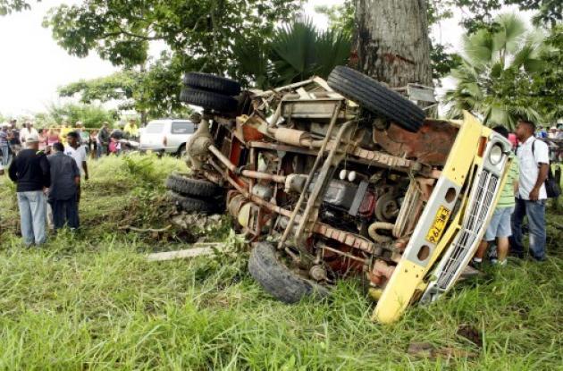 El automotor quedó destrozado, tras el choque