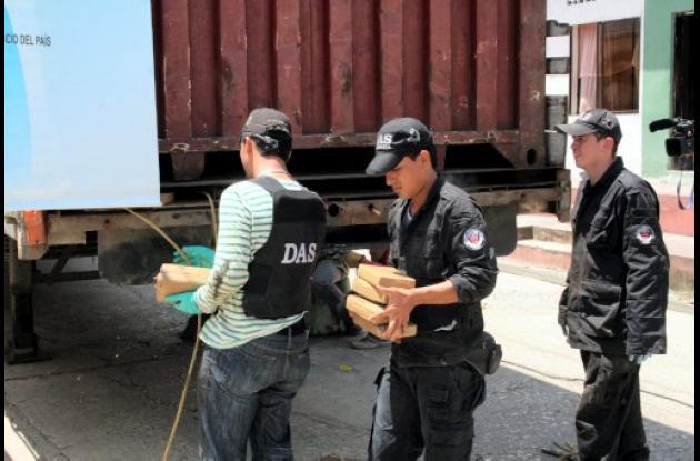 La droga en paquetes de un kilo estaba camuflada en el piso del contenedor
