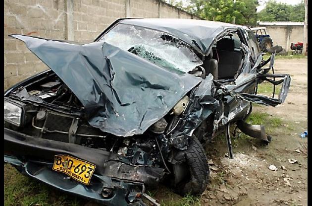La camioneta Chevrolet Rodeo quedó destrozada.