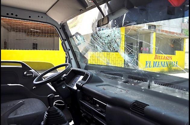 En los desordenes, un camión de la Policía resultó averiado
