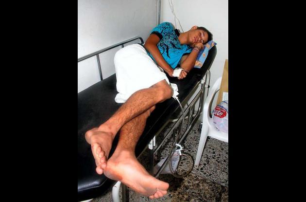 El joven herido,  está siendo atendido en  la Sala de Urgencias del HUS.