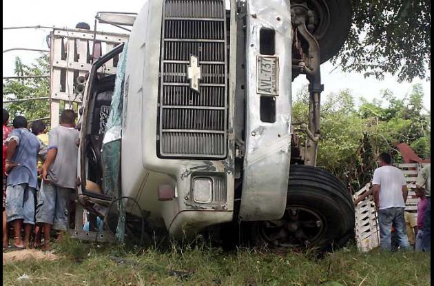 el volcamiento lateral del camión no dejó heridos ni pérdidas humanas