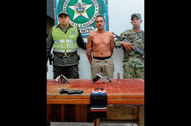 Ober de Jesús Baldovino Palencia, capturado con pisto y revólver.