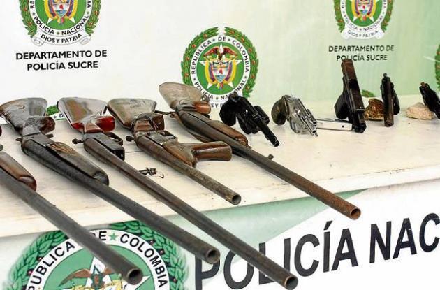 5 revólveres y 7 escopetas, estaban en poder de 5 personas