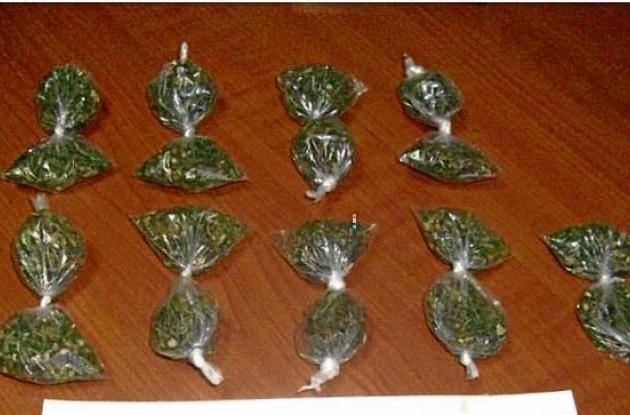 """A alias """"El Motoratón"""", le hallaron en su poder cerca de 30 dosis de marihuana."""