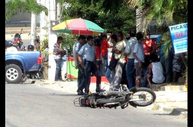 Los delincuentes dejaron tirada en el barrio El Socorro su motocicleta