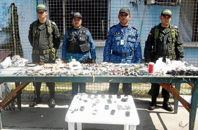 Además de los celulares,  fueron halladas 10 pipas para el consumo de drogas