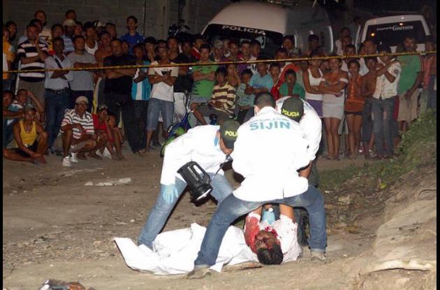 La víctima quedó tendida en la calle, frente a su residencia en el barrio Botero