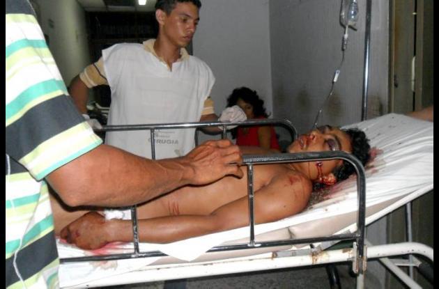 La víctima cuando era ingresada al HUS en donde murió posteriormente.