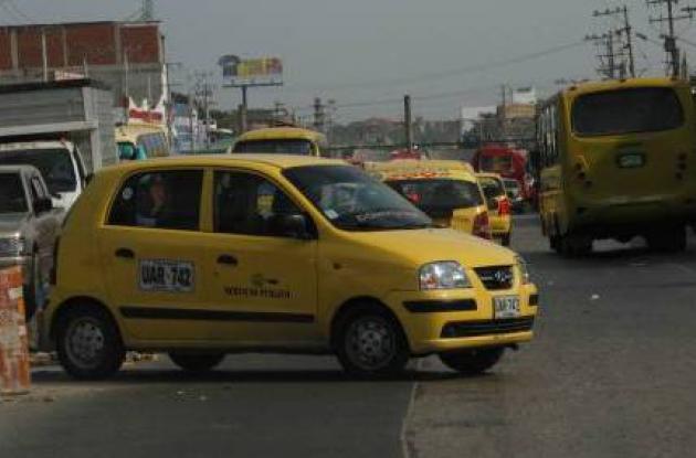 Taxis atravesados, otro problema de tráfico