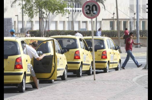Cartageneros protestan contra abusos de taxistas