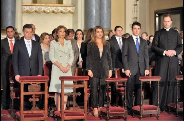 La familia presidencia asiste al Te Deum en la Catedral Primada de Colombia.