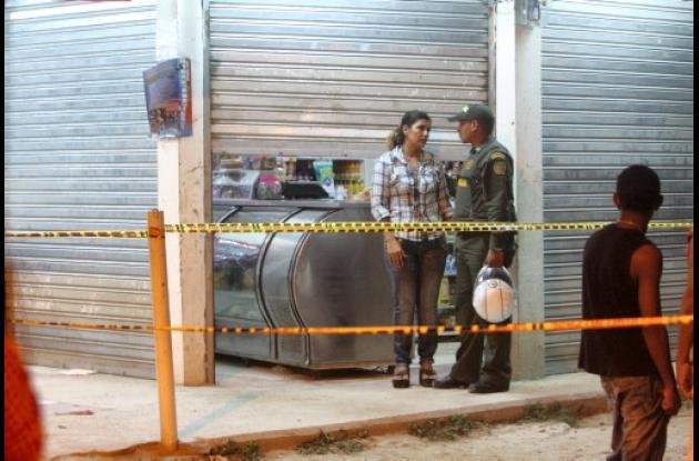 El crimen ocurrió anoche. La víctima quedó dentro de su tienda.
