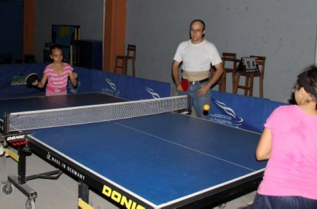 María Meneses, Gustavo Melendez y Luisa Meneses, deportistas de Bolívar que entr