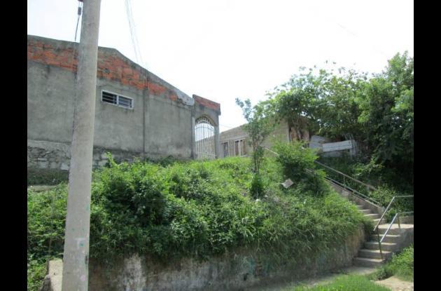 Casas deterioradas barrio Sor Teresa de Calcuta.
