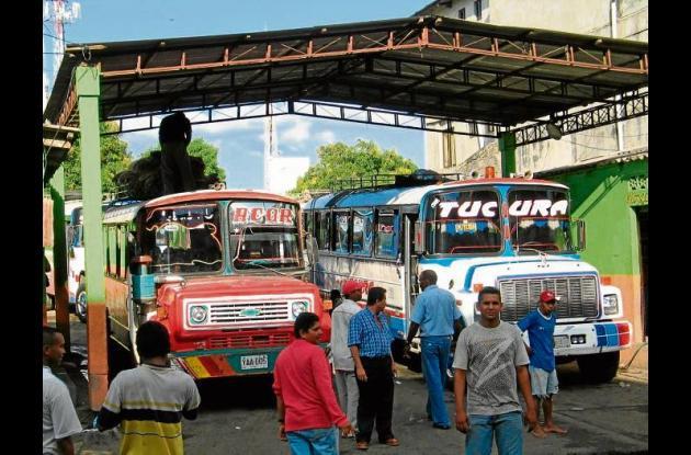 Terminal de buses veredales en el centro de Montería.