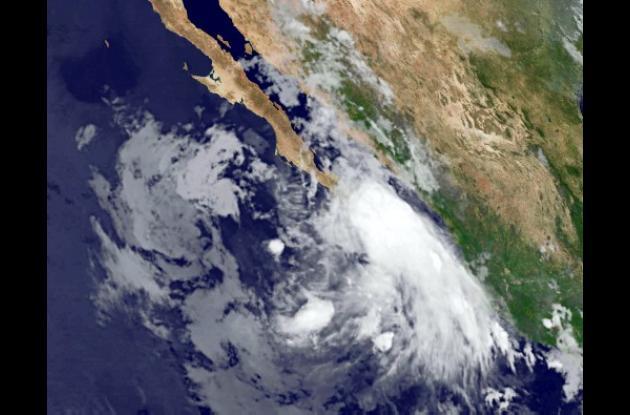 La tormenta tropical Dora podría convertirse en huracán.