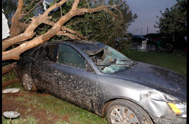 Tormentas eléctricas y tornados dejan más muertos en Estados Unidos.