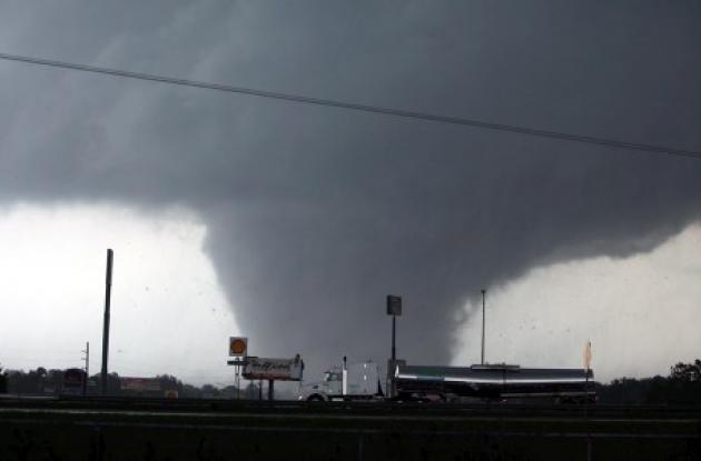 Decenas de tornados generados por un poderoso meteoro aniquilaron pueblos entero
