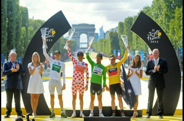 Los ganadores en el podio del Tour de Francia 2011